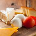 料理メニュー写真チーズの盛り合わせ(クラッカー付)