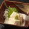 料理メニュー写真トロ湯葉刺し/マグロとみょうがの酢味噌がけ