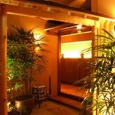 掘りごたつ個室への入り口。落ち着いた空間が広がります。