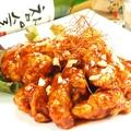 料理メニュー写真ヤンニョムチキン(鶏から揚げの甘辛ソース)