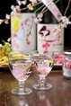 桜を浮かべた「花見酒」、季節によって替わる旬の食材と一緒にいつでもお花見気分を味わえます。