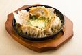 料理メニュー写真自家製 鉄板チーズ餃子