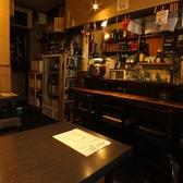 1Fには4名席が2卓ございます。落ち着いた店内で、店長自慢の燻製料理や鮮魚の刺身などをご堪能ください!