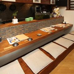 琉球酒場 カーニバル(りゅうきゅうさかば かーにばる)ではお一人さまでのサク飲みも大歓迎なカウンター席ご用意しております!