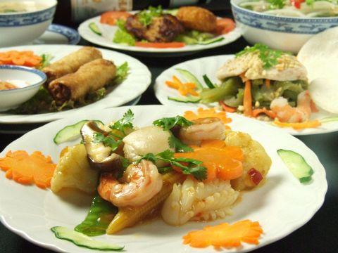 ベトナムで長い伝統と格式を誇るMAJESTIC HOTELの味とサービスをお届け♪