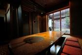 あのVIPも指定する特別室「はなれ」は、千利休が考案したお茶室のしつらえ。ナグリと呼ばれる手彫り床と黒漆喰の壁、お庭の情緒もお愉しみ頂けます。大切な方との会食や接待にぜひ。