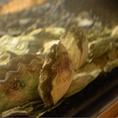 店内に設置された生簀が設置されており、新鮮な魚介類や沖縄グルメの「しゃこ貝」などをご用意。肉料理以外にも海鮮料理が楽しめるのも嬉しい。