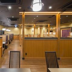 落ち着いたテーブル席です。人数に応じてお席をご用意いたします。※店舗により部屋の配置・席数が異なる場合がございます