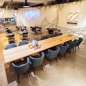 7/1リニューアルオープン!落ち着いた空間の2階席できました♪着席最大60名・立食100名の広々空間!天井高4.2mの開放的な店内は、ご家族やご友人とのカフェタイムやお一人でお仕事など様々な用途でゆったりとお過ごし頂けます。
