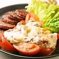料理メニュー写真トマトとアボガドのチーズ焼き