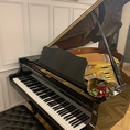 【グランドピアノ生演奏あり】『フランス料理 リュカ』では、ピアノの生演奏がございます。心地良い音楽を聞きながら、特別な時間をお楽しみいただけます。お洒落な空間で本格フレンチを味わいながら至福のひとときをお過ごしください。