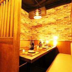 間接照明が優しく灯る和を基調とした個室空間でゆっくりと時が経つのをお愉しみください!