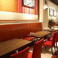 テーブル席団体様でもテーブルを寄せてのご案内が可能です。