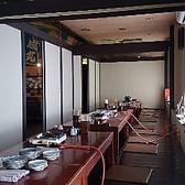 個室になった掘りごたつ席!ゆったりお食事やお酒を楽しめる♪10名席×2、8名席×1があり、しきりを外せは最大28名様まで!
