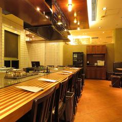 デザイナーが手掛けたおしゃれな店内は、開放的でとても明るい雰囲気。ついつい長居したくなってしまう居心地の良さです・・・。みなさまのご来店、心よりお待ちしております。≪禁煙・チャージ無料≫  東京駅/八重洲/記念日/デート/接待/会食/鉄板/歓送迎会/肉料理/ワイン/同窓会/女子会/ステーキ/誕生日