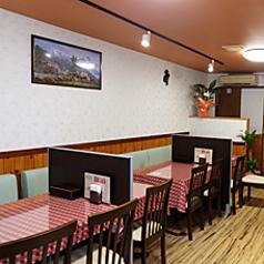 ランチにぴったりのテーブル席★ご家族やお子様にも使いやすい!ゆったり落ち着いたアットホームなインドカレーレストラン!