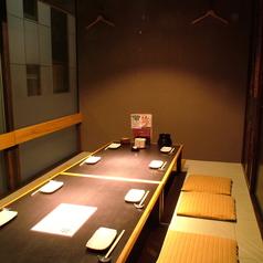 【8名用1室】の掘りごたつ個室もあります。落ち着いた雰囲気の中、飲み会を楽しめます。この機会に是非ご来店下さい