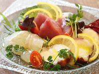 朝に仕入れる新鮮な食材を使用した料理☆