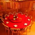 【円卓個室/10~12名席】少人数でのご宴会にもご利用いただける円卓のお席、カジュアルな接待もお任せください。居心地のよいゆったりとした空間で、和やかにお食事をお楽しみくださいませ。