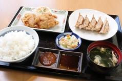 虎太郎餃子と鶏唐定食