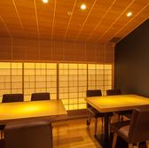 和モダンな日本家屋風の8~10名テーブル半個室席