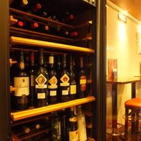 ワインセラーいっぱいの豊富なワイン