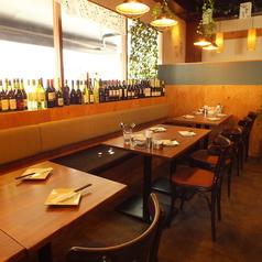 大きな窓が開放感たっぷりのテーブル席もあり朝霞/ビストロ/居酒屋