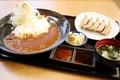 料理メニュー写真虎太郎餃子とカレーライス定食