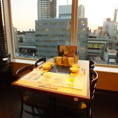 浦和駅を見渡せるお席もございます。電車が見えるのでお子様も喜ぶこと間違いなし!お子様用のイス、お皿、コップなどご用意しています!