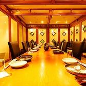 20名様前後でのテーブルタイプの完全個室です。人数様によっては2列でのご用意となりますのでご予約の際にご確認ください。