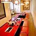 宴会は最大40~50名様まで。カーテンや可動式の壁で区切ることができますので、個室は少人数でもご利用いただけます。お気軽に店舗までお問合せくださいませ。