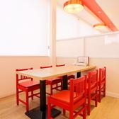半個室仕様のテーブル席。最大8名までOK!