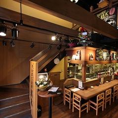 開放的な吹き抜けの天井。2階もございます。(写真は系列店です。詳細は店舗までお問い合わせください。)