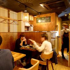 2名様専用のテーブル席は、2人だけの会話をお楽しみください!スタッフが揚げたての天ぷらをテーブル席までアツアツの状態でお届け致します★カップル、ご夫婦でのご予約にもぴったり♪