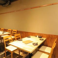 テーブル席は2名様用、4名様用、6名様用をご用意!組み合わせれば8名様、10名様もOK!