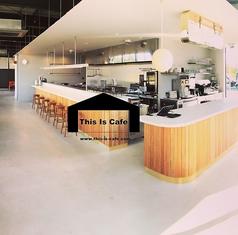 おしゃれな空間と洗練されたデザインの『Thisiscafe袋井店』お一人様でも気軽にご利用いただけるカウンター席をご用意しております♪