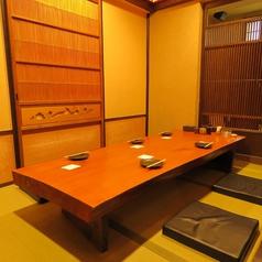 【個室】接待にもご利用頂ける完全個室。木の温もり感じる個室でごゆるりとお過ごしください。
