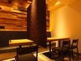 落ち着いた雰囲気のテーブル席