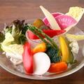 料理メニュー写真季節野菜の彩りバーニャカウダ~自家製アンチョビソースで~