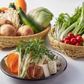 新鮮野菜は店舗で毎日仕込んでおります。15種類以上が陳列されております。お好きな野菜をお好きなだけお召し上がりください。