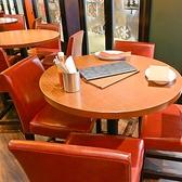 【会話が弾む円卓デーブル♪】女子会や同僚たちと、牡蠣を囲んで盛り上がる円卓テーブルございます!