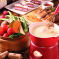 通年人気★《チーズフォンデュコース》2h食べ飲放題付全8品!日~木・祝日→3800円/金・土・祝前日→4000円。チーズが食べたい方にオススメ★『せいろ蒸し』は新鮮野菜を皆でワイワイ詰め放題が楽しい♪せいろで蒸したてホクホク野菜を『チーズフォンデュ』に付けて食べる新感覚フォンデュで盛り上がる★