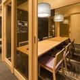 テーブル席の個室。周りが気になりにくいお席なので家族の集まりや会食などにもおすすめです。