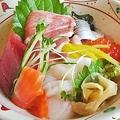 料理メニュー写真ちらし寿司/ばらちらし/海鮮太巻き