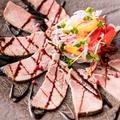 料理メニュー写真仙台名物牛タンのローストビーフ