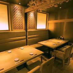 とんかつ 神楽坂 さくらの半個室は落ち着いた雰囲気でお食事が可能となっております。飲み会はもちろんの事デートなどにもお使いいただけます。