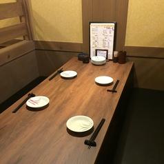 お食事に便利な大きなテーブル席も♪
