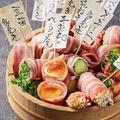 料理メニュー写真野菜肉巻串とまかんもん4種盛り合わせ