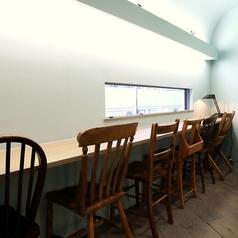2階のカウンター席はデートにおすすめです。