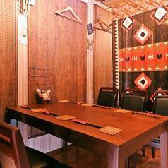 【テーブル席】2~4名様×3卓・6名様×1卓をご用意!ご利用人数に応じて対応しております。宴会最大22名様までOK全席禁煙。但し電子タバコ可。glo本体貸出しいたします。(数に限り有り)